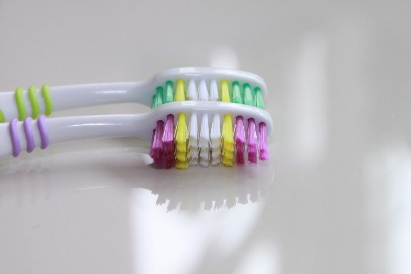 Menyikat gigi setelah minum empat jenis minuman ini bisa merusak enamel gigi.