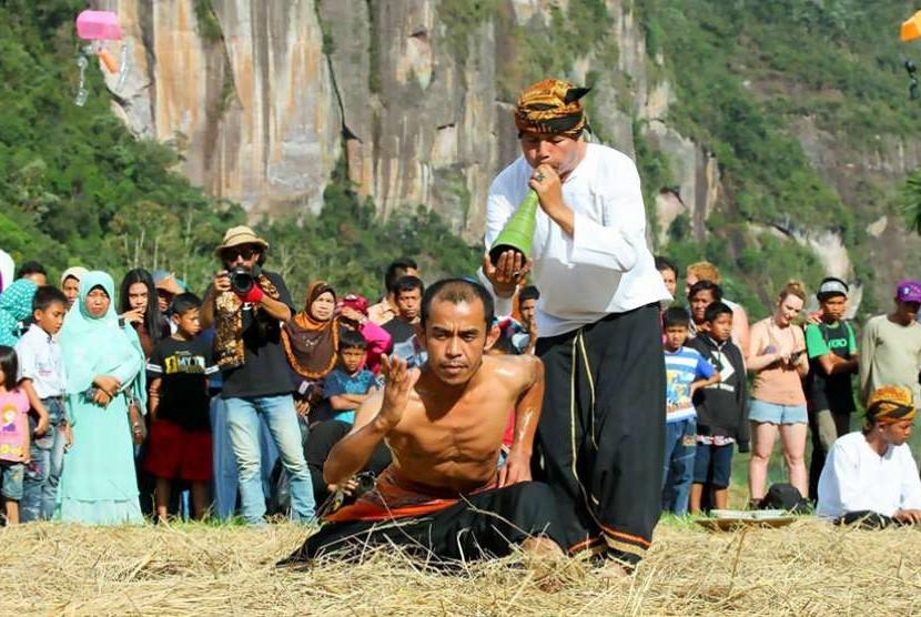Permainan Tradisional Pencak Silat Dari Suku Minangkabau Disebut Sebutkan Itu
