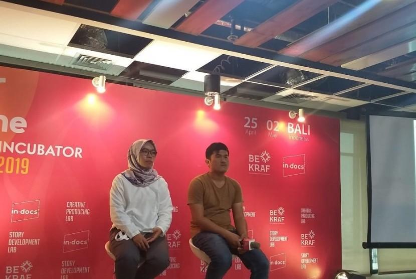 Sineas muda asal Padang David Darmadi dan Lidia Afrilita, ketika menggelar konferensi pers terkait film dokumenter mereka berjudul Diary of Cattle yang telah diputar perdana di Nyon, Swiss 11 April lalu.