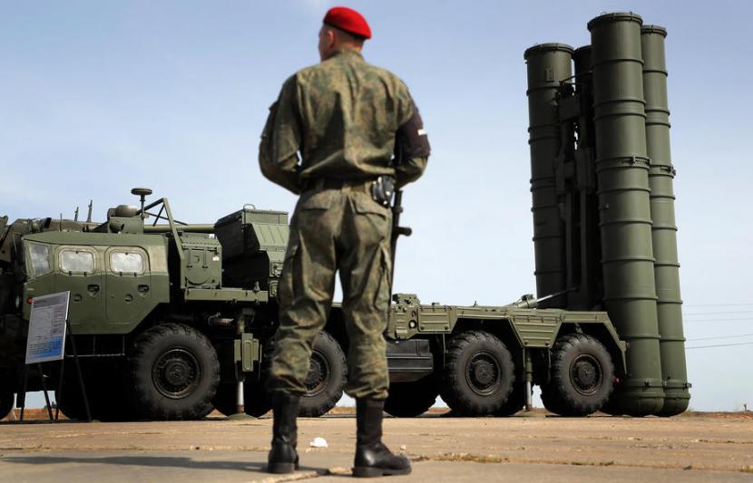Sistem misil S-400 milik Rusia. Modifikasi S-400 dan S-300 membuatnya dapat digunakan untuk berbagai jenis rudal. Ilustrasi.