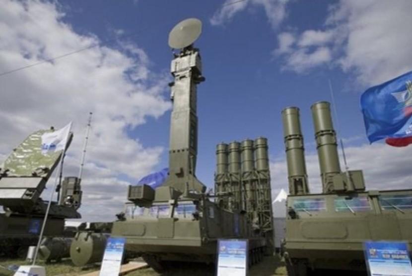 Sistem Rudal S-300 buatan Rusia.