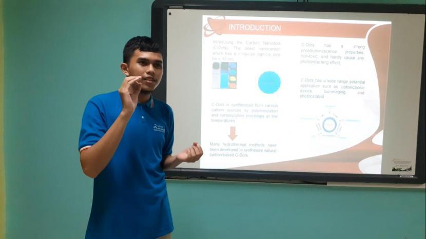 Siswa Cahaya Rancamaya Islamic Boarding School, Muhammad Darrel Azmi Tauhid (XII-IPA) saat presentasi secara online di hadapan para juri pada ajang International Invention Competition for Young Moslem Scientist (I2CYMS) 2021 pada 4 Juli 2021.