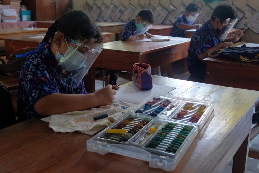 Siswa SD mengikuti pembelajaran tatap muka (PTM). (ilustrasi)