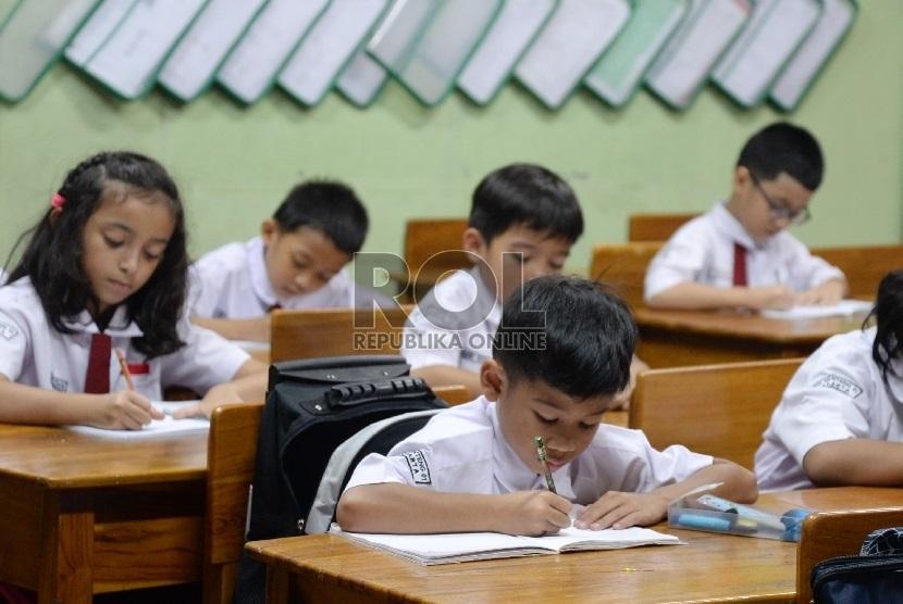 Wakil Ketua Komisi X DPR Agustina Wilujeng mengemukakan bahwa rencana pengenaan Pajak Pertambahan Nilai (PPN) di sektor jasa pendidikan bertentangan dengan amanat Undang-Undang Dasar (UUD) 1945. (ilustrasi)