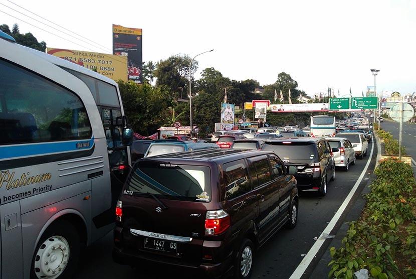 [ilustrasi] Situasi lalu lintas di Jalur Puncak, Kabupaten Bogor.