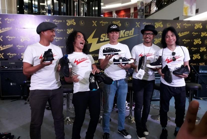 Slank berkolaborasi dengan PT GF Indonesia (Eagle) meluncurkan sepatu edisi terbatas