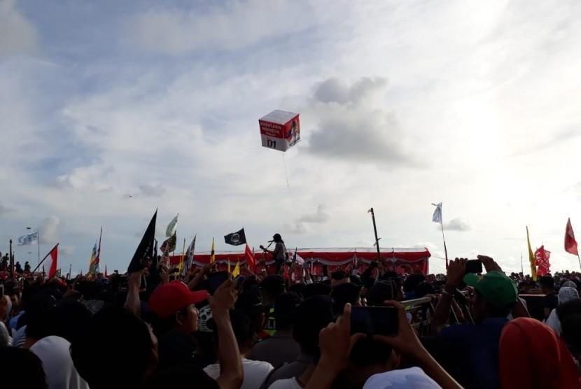 Slank meriahkan kampanye Jokowi-Amin di Padang, Selasa (9/4).