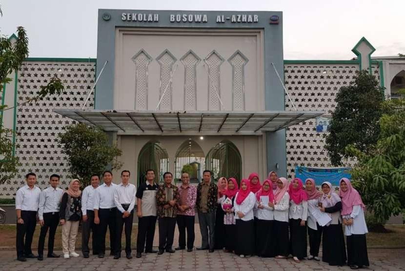 SMA Bosowa Al Azhar Cilegon, Banten.