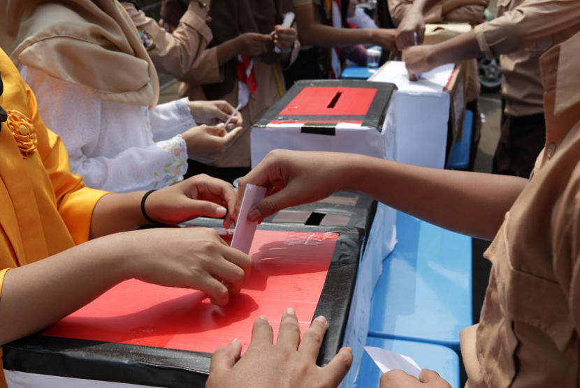 SMA Pondok Karya Pembangunan Jakarta Islamic School menggelar Pemilu Raya.