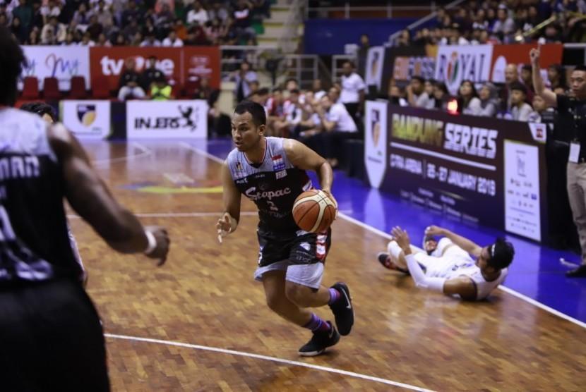 Small forward Stapac Kaleb Ramot Gemilang.