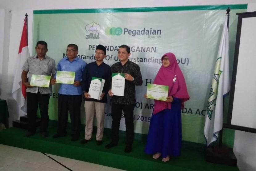 SMP IT Luqmanul Hakim jalin kerja sama dengan Pegadaian Syariah.
