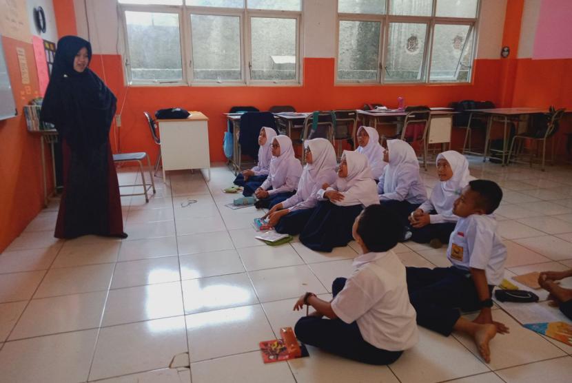 SMP Juara Bandung menyiapkan program pengembangan Bahasa Inggris pada tahun pelajaran 2019 - 2020.
