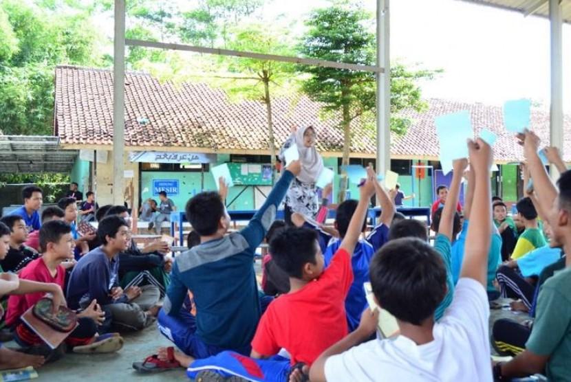 Sosialisasi program school lunch kerja sama IPB dan Ajinomoto.