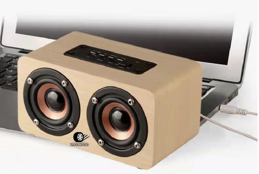 Speaker atau pelantang suara bergaya vintage yang bisa digunakan untuk mendengarkan lagu favorit saat berkendara sehingga perjalanan terasa nyaman