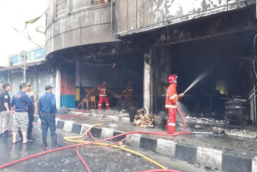 Ssbuah rumah makan di Jalan Ahmad Yani Kota Sukabumi kebakaran.