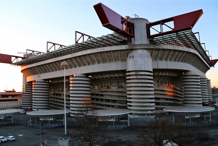 Stadion San Siro atau Giuseppe Meazza.