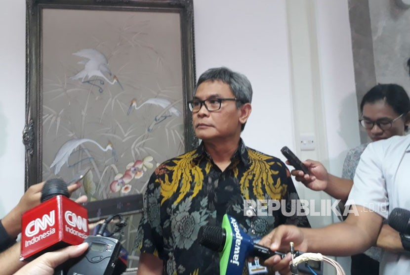 Staf Khusus Presiden bidang komunikasi Johan Budi memberikam keterangan pers terkait ketua tim internal presiden dalam penjaringan cawapres, Selasa (20/3).