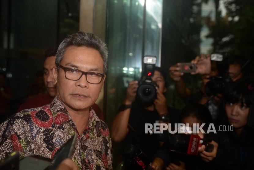 Staff Khusus Presiden Bidang Komunikasi Johan Budi mendatangi Gedung KPK, Jakarta, Jumat (11/11).