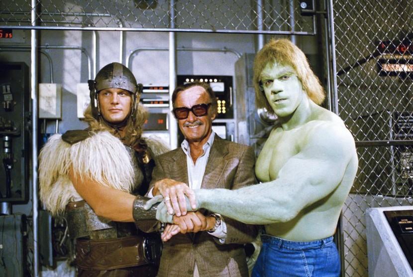 Stan Lee (tengah)