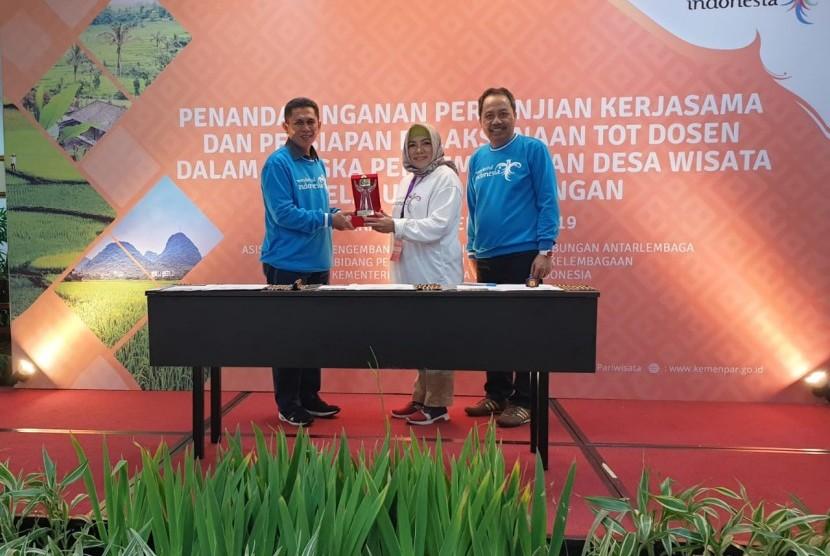 STMIK Nusa Mandiri bekerja sama dengan Kementerian Pariwisata.