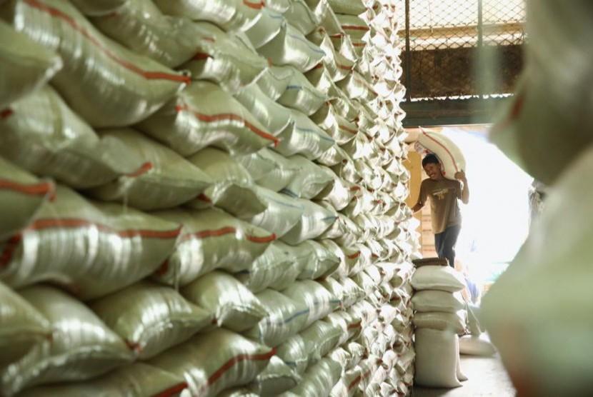 Stok beras di gudang Bulog