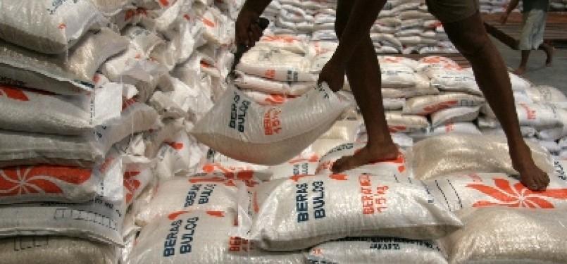 Stok beras miskin (raskin) di salah satu gudang BUlog.