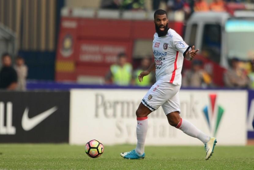 Striker Bali United Sylvano Comvalius