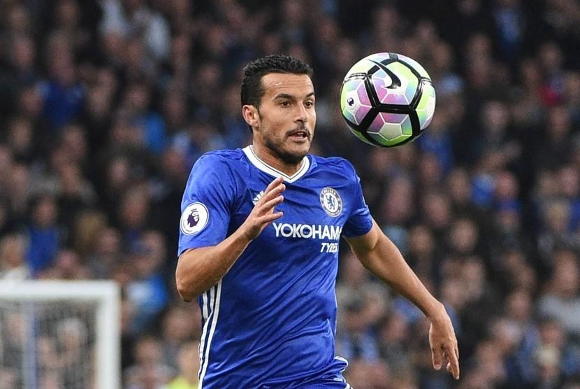 Striker Chelsea, Pedro Rodriguez pada laga Liga Primer lawan Manchester United di Stamford Bridge, Ahad (23/10). Pedro kini menjadi pemain inti Chelsea di bawah asuhan Antonio Conte.