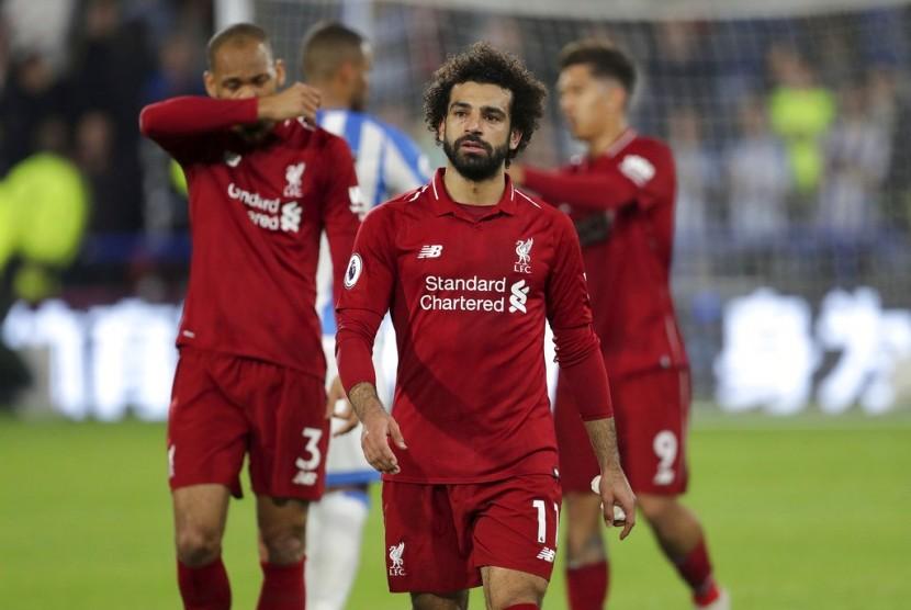 Striker Liverpool, Mohamed Salah (tengah)