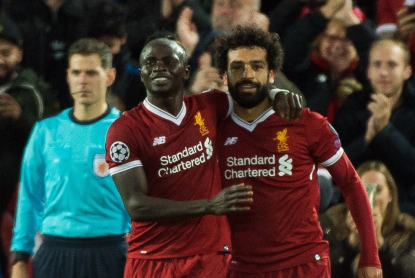 Striker Liverpool Sadio Mane (kiri) dan Mohamed Salah.