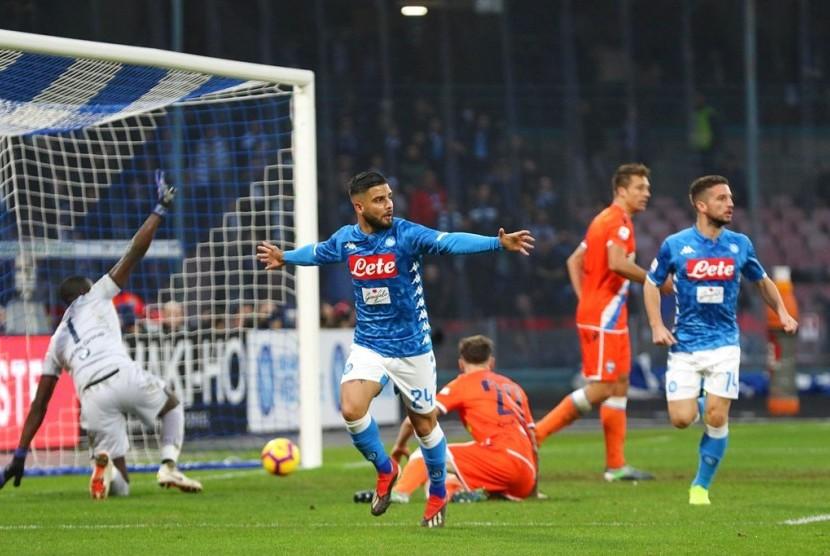 Striker Napoli, Lorenzo Insigne merayakan gol ke gawang SPAL pada laga Serie A, Sabtu (22/12).