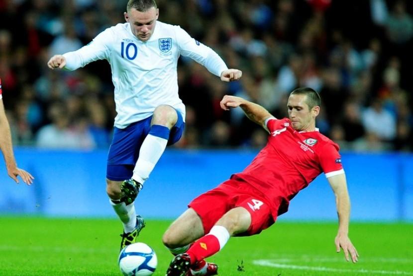 Striker Timnas Inggris, Wayne Rooney (kiri)