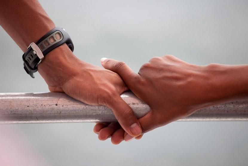 Suami perlu menunjukkan dukungannya kepada istri yang baru keguguran dengan ada di sisinya.