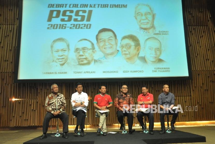 Suasana debat calon ketua umum PSSI di Jakarta, Selasa (4/10).