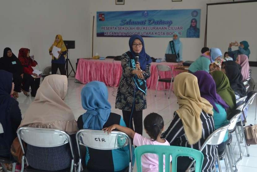 Suasana di dalam kelas Sekolah Ibu di Kelurahan Ciluar, Kecamatan Bogor Utara, Kota Bogor, beberapa waktu lalu.