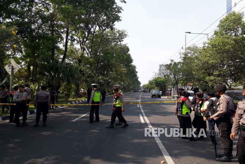 Suasana di depan Gereja Kristen Indonesia Jalan Diponegoro seusai ledakan