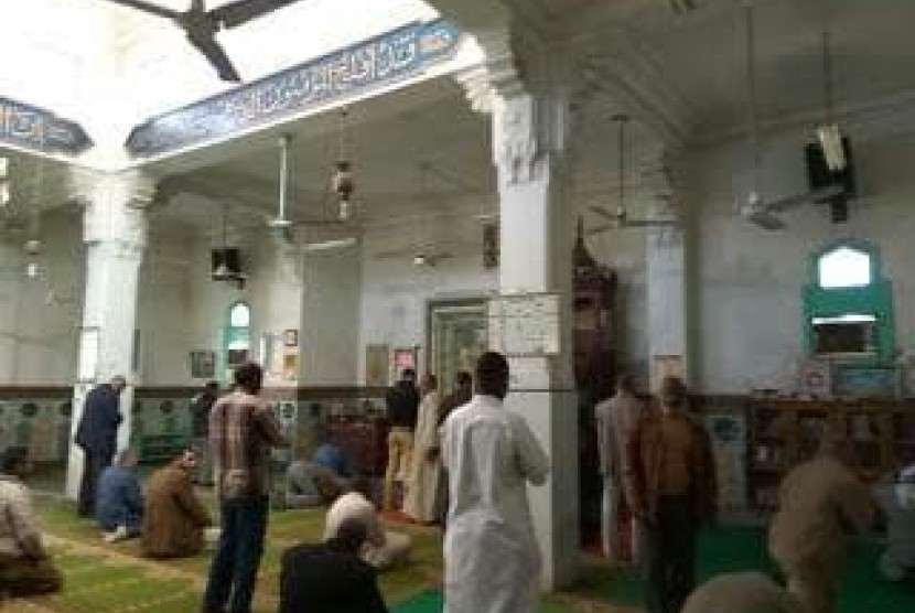 Suasana di Masjid Kota Aswan, Mesir.