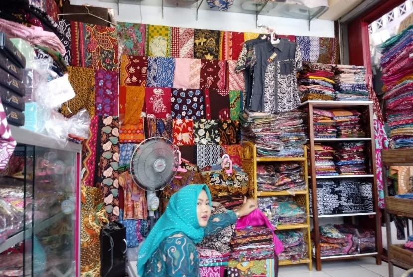 Pilih Ragam Batik Khas Cirebon Di Pasar Batik Trusmi Republika Online