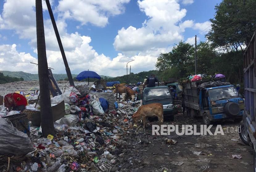 Suasana di tempat pembuangan sampah terpadu (TPST) Piyungan, Bantul, DIY (ilustrasi)
