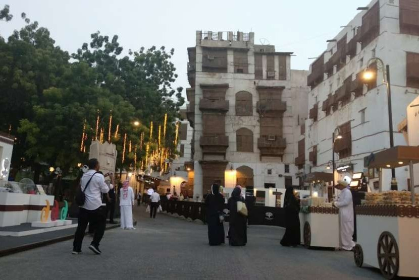 Suasana festival di Kota Tua Jeddah, Kamis (20/9). Festival itu digelar terkait peringatan  Hari Nasional Arab Saudi yang akan jatuh pada 23 September nanti.