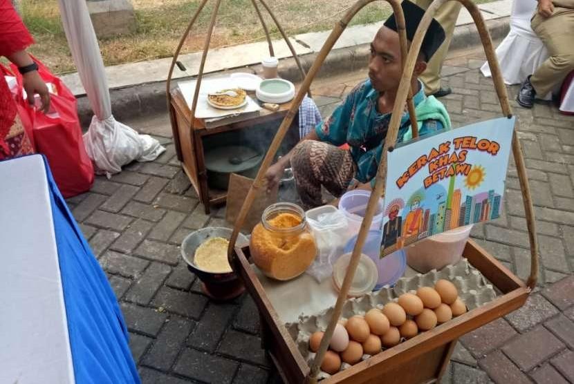 Suasana Festival Kuliner Djadoel Kota Tua yang diselenggarakan oleh Unit Pengelola Kawasan (UPK) Kota Tua, Jakarta Barat. Festival ini akan diselenggarakan selama dua hari, mulai tanggal 28-29 Agustus 2018.