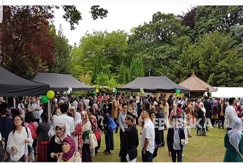 WNI di London melakukan temu masyarakat dalam perayaan Idul Fitri di KBRI London, Selasa (4/6)