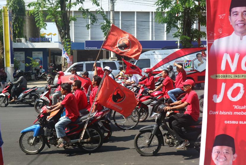 Suasana jelang kampanye terbuka calon presiden nomor urut 01  di Taman Blambangan, Banyuwangi, Jawa Timur, Senin (25/3).