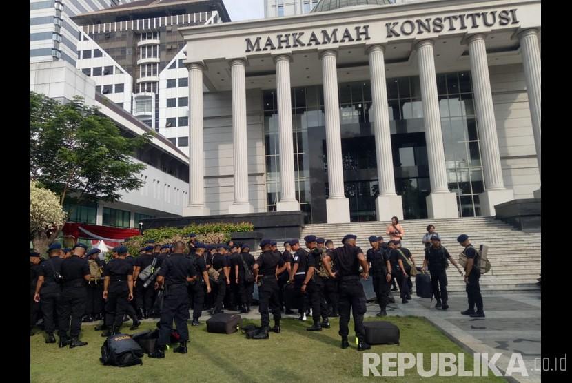Suasana jelang sidang perdana sengketa Pilpres 2019 di depan gedung Mahkamah Konstitusi (ilustrasi)