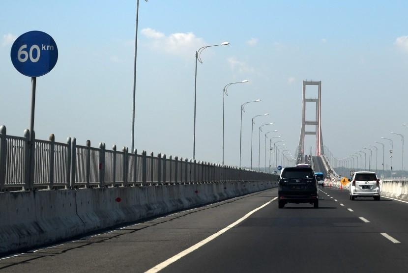 Suasana Jembatan Suramadu di Surabaya, Jawa Timur, Sabtu (27/10/2018).