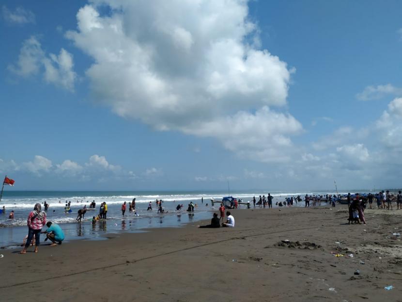 Suasana kawasan Pantai Pangandaran, Kabupaten Pangandaran (ilustrasi)