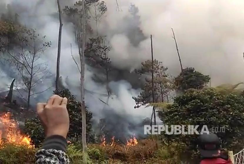 Fasilitas Objek Wisata Kawah Putih Ciwidey Terbakar