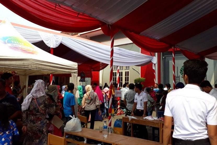 Suasana kunjungan hari Lebaran di Lapas Pemuda Tangerang, Sabtu (16/6).