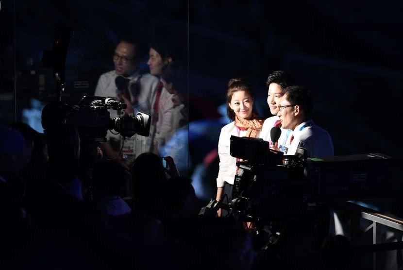Suasana laporan langsung Upacara Penutupan Asian Games ke-18 tahun 2018 di Stadion Utama GBK, Senayan, Jakarta, Minggu (2/9).
