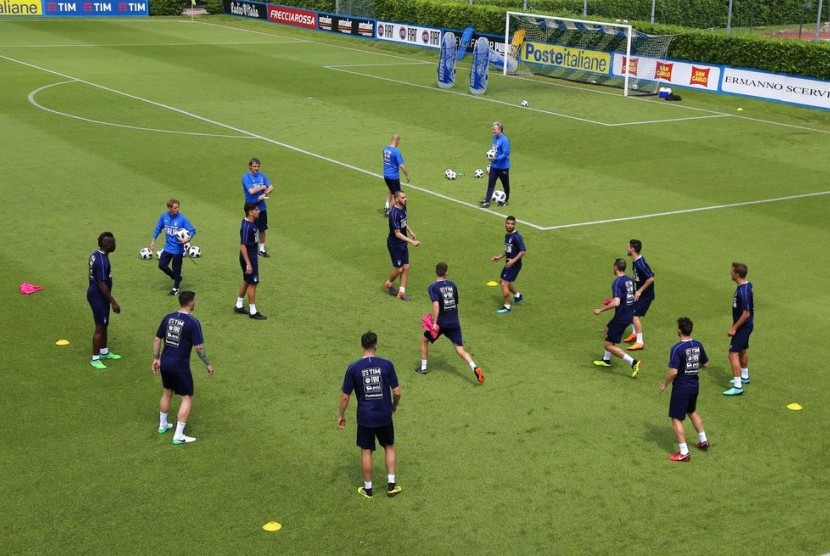 Suasana latihan timnas Italia pada Kamis (24/5).